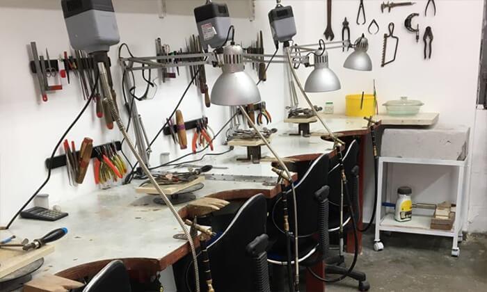 7 סדנה ליצירת תכשיט אישי בסטודיו לצורפות של ליאת ולדמן, חיפה
