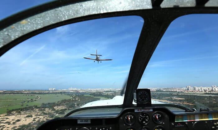 4 הטסת מטוס בליווי מדריך עם iFly