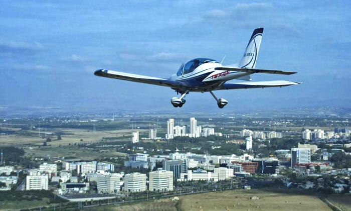 6 הטסת מטוס בליווי מדריך עם iFly