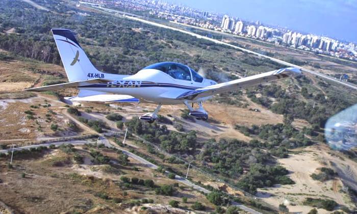 7 הטסת מטוס בליווי מדריך עם iFly