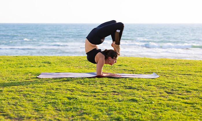 6 שיעור יוגה פרטי עם טל ארונס, תל אביב