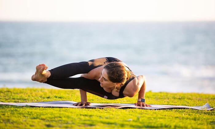 8 שיעור יוגה פרטי עם טל ארונס, תל אביב