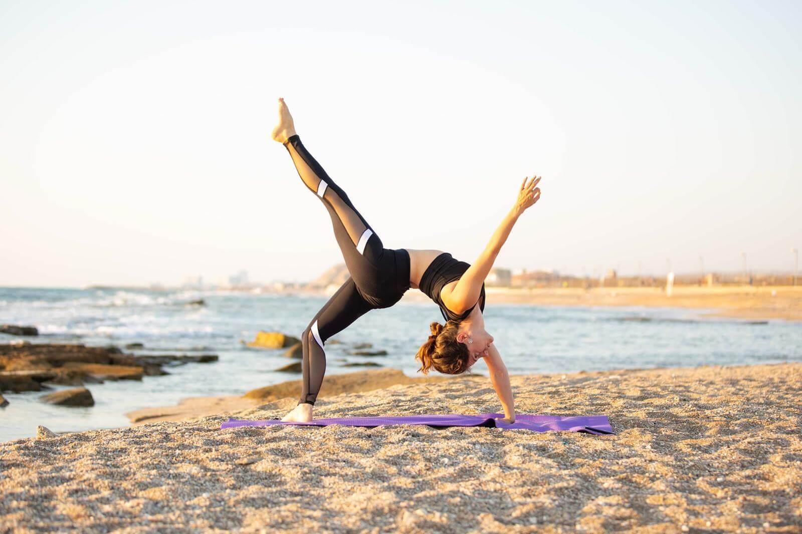 11 שיעור יוגה פרטי עם טל ארונס, תל אביב