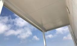 שמשונית להגנה מפני הגשם והשמש