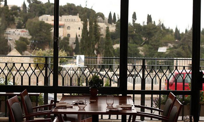 2 ארוחה זוגית במונטיפיורי הכשרה מול חומות העיר העתיקה