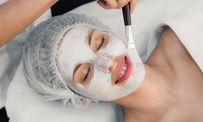 2 טיפולי פנים אצל גילי קינן - קליניקה לקוסמטיקה פרא-רפואית, רעננה