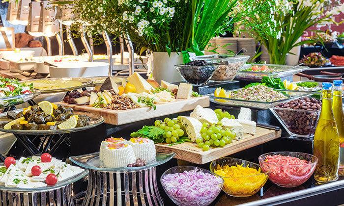 3 ארוחת בוקר בופה במלון לאונרדו ביץ' הכשר