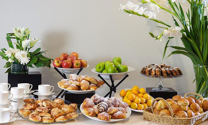4 ארוחת בוקר בופה במלון לאונרדו ביץ' הכשר