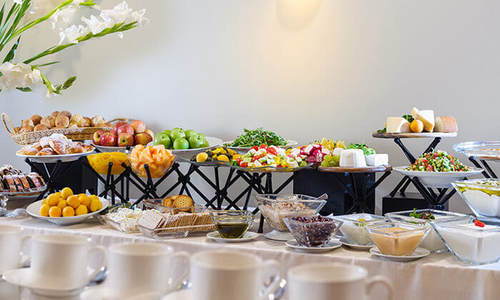 5 ארוחת בוקר בופה במלון לאונרדו ביץ' הכשר