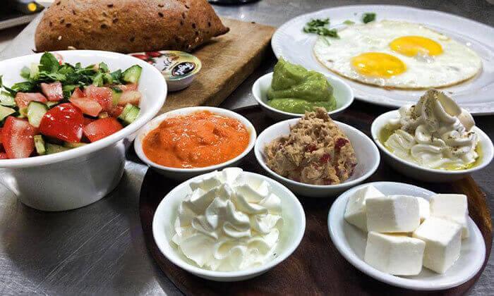 2 ארוחת בוקר זוגית בקפה אגוז, חיפה