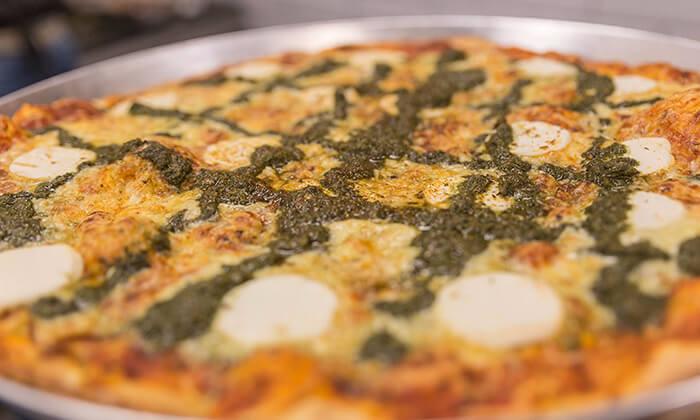 5 מגש פיצה משפחתית ולחם שום בסניף BIG pizza הכשרה למהדרין, פסגת זאב