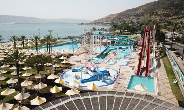 2 פארק המים חוף גיא מול הכנרת: בריכות, מגלשות וחוף פרטי