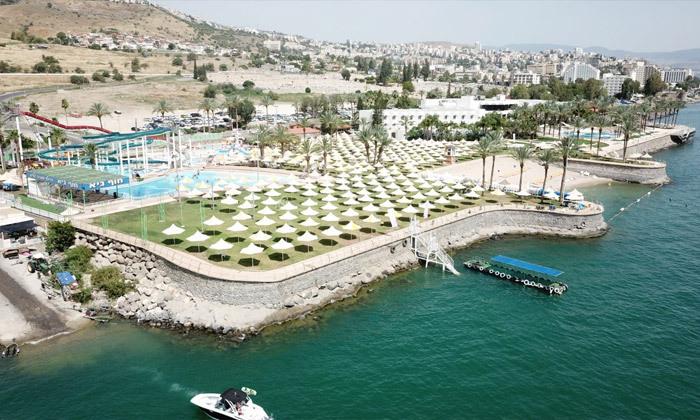 5 פארק המים חוף גיא מול הכנרת: בריכות, מגלשות וחוף פרטי