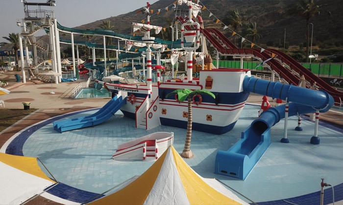 7 פארק המים חוף גיא מול הכנרת: בריכות, מגלשות וחוף פרטי