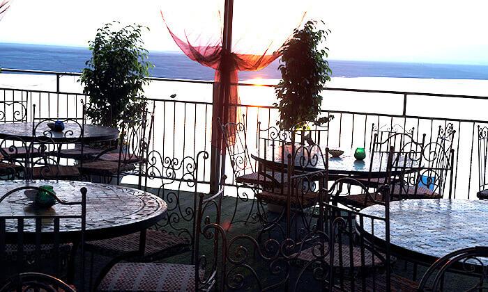 6 חוף ביאנקיני ים המלח - כרטיס כניסה וארוחה