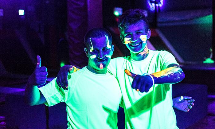 6 מסיבת חושך זוהרת לילדים Glow party בפארק הטרמפולינות Sky Jump, רעננה