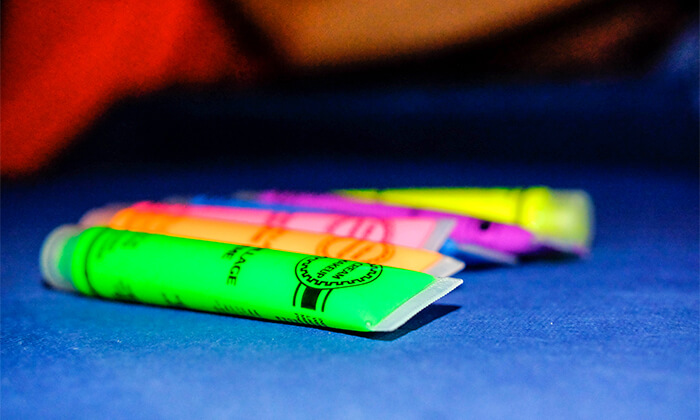 7 מסיבת חושך זוהרת לילדים Glow party בפארק הטרמפולינות Sky Jump, רעננה