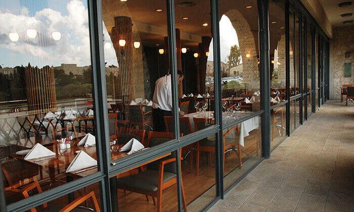 10 ארוחה זוגית במונטיפיורי הכשרה מול חומות העיר העתיקה