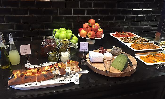 3 ארוחת בוקר במלון הבוטיק David Tower נתניה