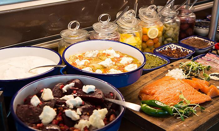 8 ארוחת בוקר או בראנץ' במסעדת אנדיב, מלון ווסט בוטיק אשדוד
