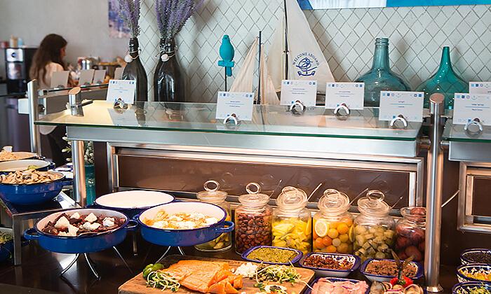 3 ארוחת בוקר או בראנץ' במסעדת אנדיב, מלון ווסט בוטיק אשדוד