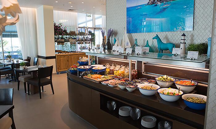 2 ארוחת בוקר או בראנץ' במסעדת אנדיב, מלון ווסט בוטיק אשדוד
