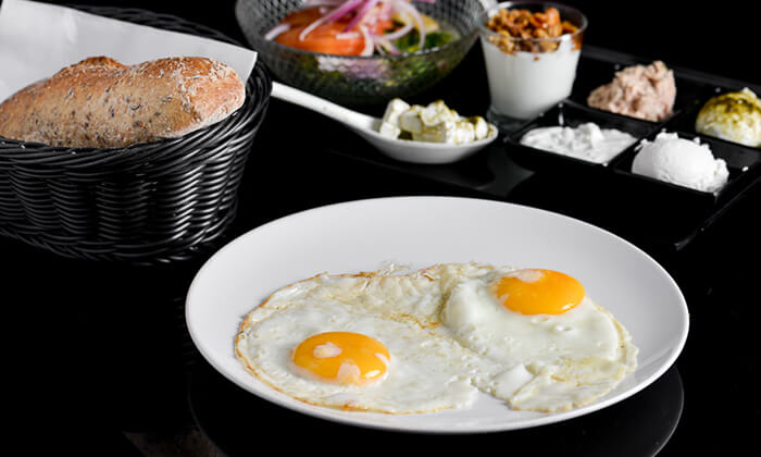 5 דיל חגיגת קיץ: ארוחת בוקר זוגית במסעדת היקב, נתניה