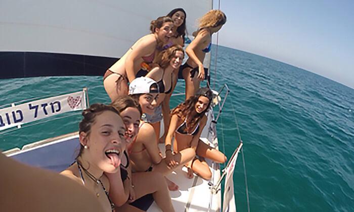 7 לי-ים השכרת יאכטות במרינה הרצליה