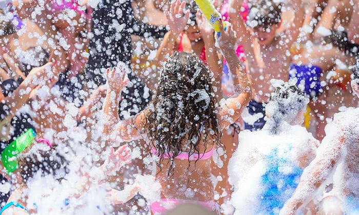 3 כרטיס לאירוע פתיחת הקיץ - רוקדים עם הילדים, בריכת בית ברל