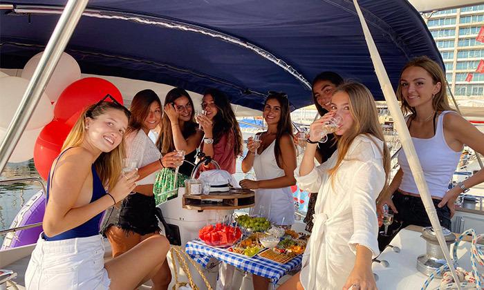 9 הפלגה זוגית או קבוצתית ביאכטה במרינה הרצליה