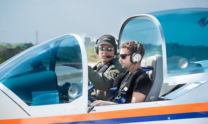 2 הטסת מטוס עצמאית בליווי מדריך