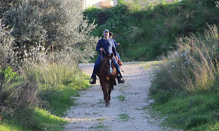 7 חוות צהלה - רכיבה על סוסים