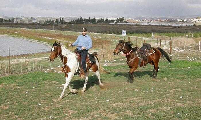 12 חוות צהלה - רכיבה על סוסים