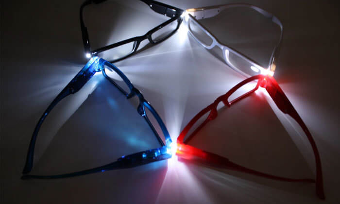 3 משקפי קריאה עם תאורת LED