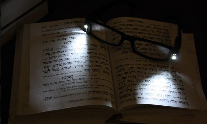 5 משקפי קריאה עם תאורת LED