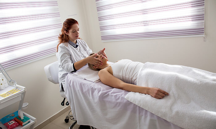 4 טיפולי מיצוק העור והחלקת קמטים במרכז לעיצוב וחיטוב הגוף, נתניה