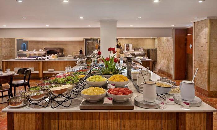 3 ארוחת בוקר במלון קראון פלזה, תל אביב
