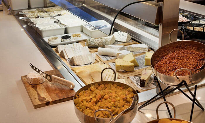 5 ארוחת בוקר במלון קראון פלזה, תל אביב