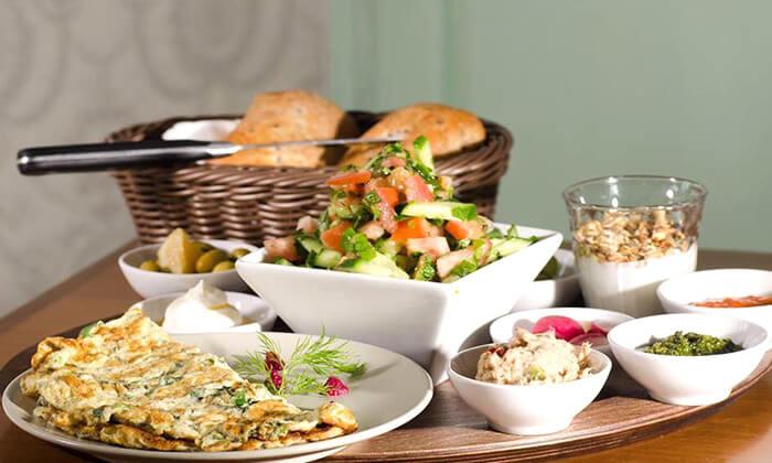 2 ארוחת בוקר זוגית במסעדת ביילסאן, עכו