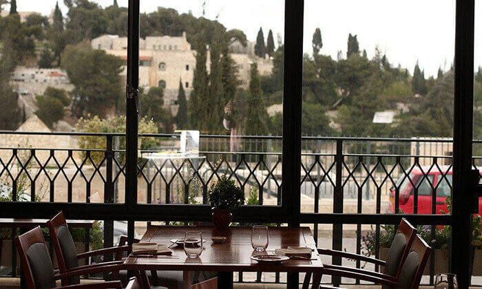 9 ארוחה זוגית במסעדת מונטיפיורי הכשרה מול חומות העיר העתיקה ירושלים