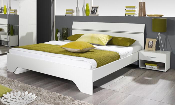 6 שמרת הזורע: מיטה זוגית עם זוג שידות לילה