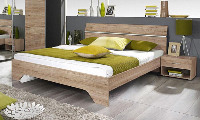 7 שמרת הזורע: מיטה זוגית עם זוג שידות לילה