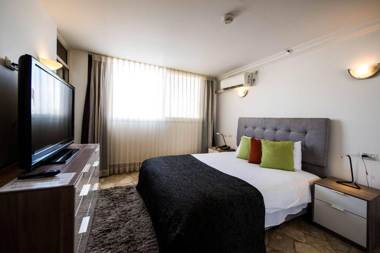 """9 חופשה במלון סוויטות רמון, כולל סופ""""ש"""