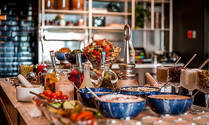 3 ארוחת בוקר בסגנון בופה במלון הבוטיק 'טריפ ירושלים בת שבע'
