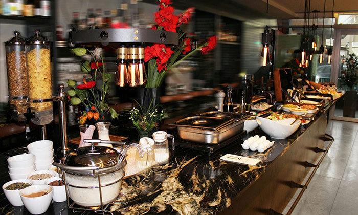 2 ארוחת בוקר במסעדת Ultra Bar Food&Wine, הירקון תל אביב