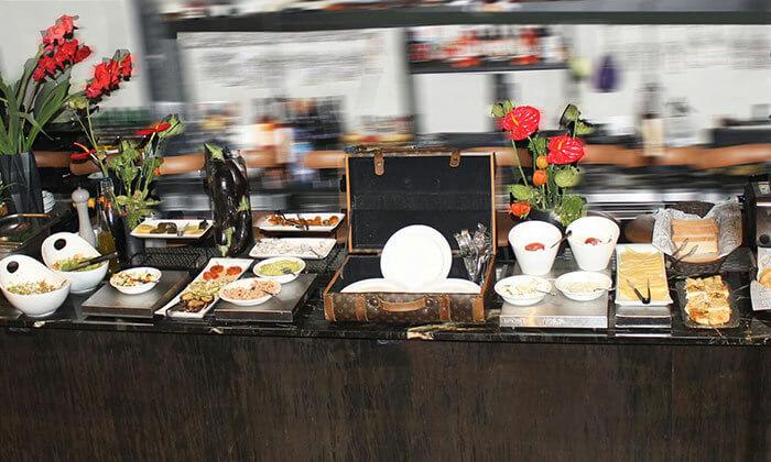 5 ארוחת בוקר במסעדת Ultra Bar Food&Wine, הירקון תל אביב