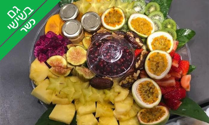 3 מגש פירות כשר של Enerjuicer ב-Take Away, בר משקאות בריאות ומיצים טבעיים בכיכר רבין