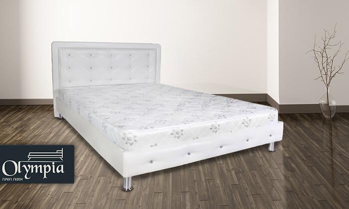 2 מיטת עץ מלא מרופדת
