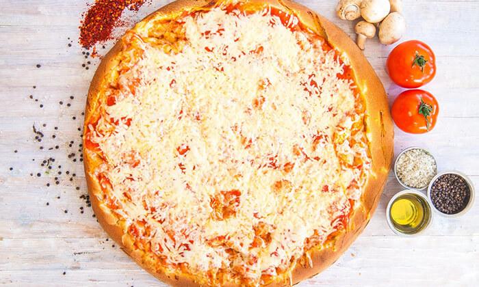 6 מגש פיצה משפחתיבמסעדת פסטו הכשרה, רחוב הל״ה ירושלים