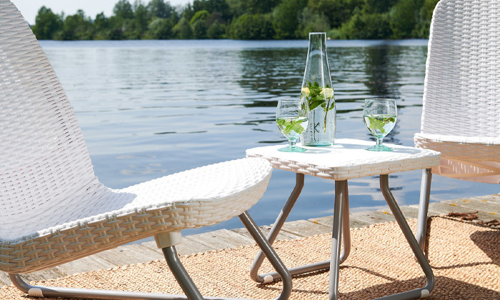 6 כתר: זוג כסאות עם שולחן, דגם ריו